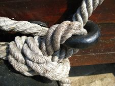 Free Manila-rope-node-on-iron-ring Royalty Free Stock Images - 87856059