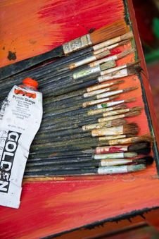 Free Painter S Brushes And Paint Tube Royalty Free Stock Images - 87856639