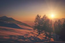 Free Sunrise Over Snowy Landscape Stock Image - 87856951