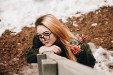Free Woman Leaning On Fence Royalty Free Stock Photos - 87858418