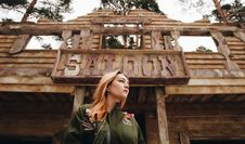 Free Woman In Front Of Saloon Stock Photos - 87858473