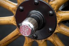 Free Picture Of Cap And Bolts On Wheel Of A Ford Model T. Wooden Spokes Were Used, Soon To Be Replaced By Steel Ones. Royalty Free Stock Images - 87859549