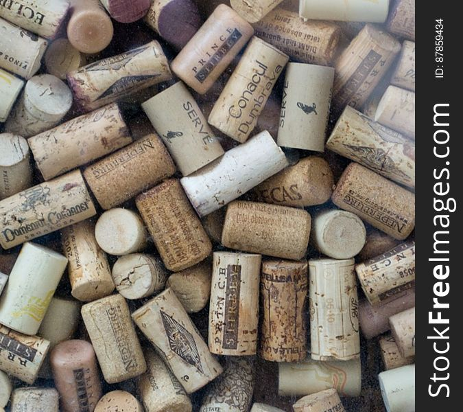 wine-bottles-corks