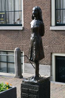 Free Anne Frank Bronze Statue Royalty Free Stock Photos - 87862088