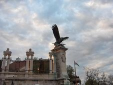 Free Eagle-statue-turul-at-royal-palace Royalty Free Stock Photo - 87863035