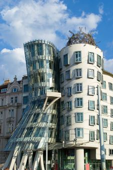 Free Dancing House In Prague Royalty Free Stock Images - 87863049