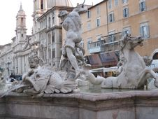 Free Fontana-dell-nettuno Royalty Free Stock Photography - 87863077