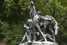 Free Tiergarten Fox Hunt Statue Royalty Free Stock Photo - 87863205