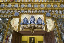 Free Porcelain Cabinet In Charlottenburg Palace Royalty Free Stock Images - 87864389