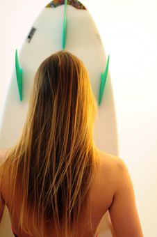 Free Teen Girl With Surfboard Royalty Free Stock Images - 8798089