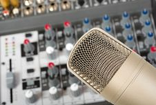 Free Microphone Royalty Free Stock Images - 8799399