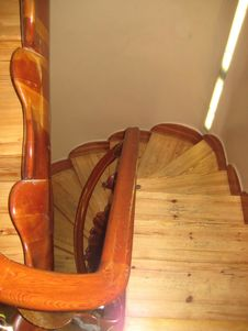 Free Curved Wooden Staircase In A Home Stock Photos - 87965653