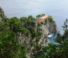 Free House On Sea Cliff Royalty Free Stock Photo - 87966465