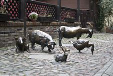 Free Farm Animal Statues, Jatki, Poland Royalty Free Stock Photo - 87967205
