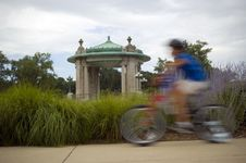 Free Bicyclist Blur Royalty Free Stock Photography - 881477
