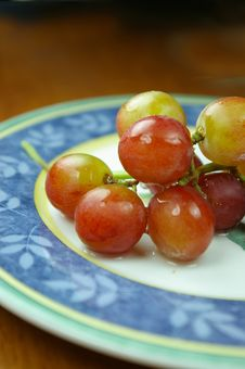 Free Grapes On Plate Stock Images - 881934