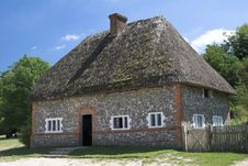 Free Historic Thatched Cottage Royalty Free Stock Photography - 888267