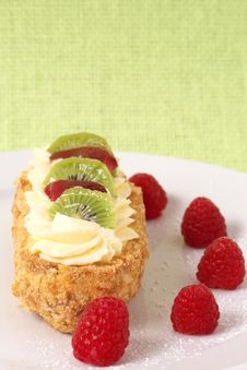 Free Fruit Boat Cake With Raspberries Royalty Free Stock Images - 8801529