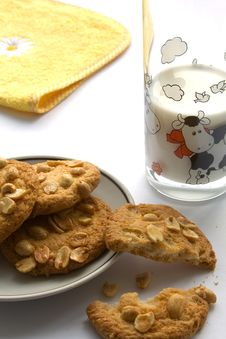Free Peanut Cookies With Milk Stock Images - 8801634