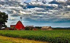 Free Houses In Farm Against Cloudy Sky Stock Images - 88037374