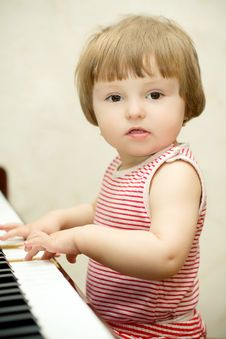 Free Little Girl Plays Piano Stock Images - 8812054