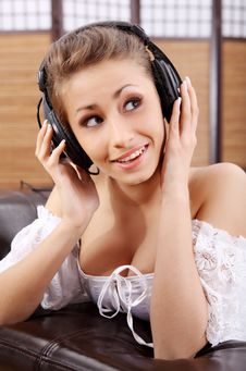 Free Young Sexy Women Listening Music In Headphones Royalty Free Stock Images - 8813429
