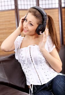 Free Young Sexy Women Listening Music In Headphones Royalty Free Stock Images - 8813909