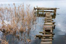 Free Wooden Footbridge Royalty Free Stock Photos - 8819038