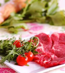 Free Raw Meat With Tomatoes Stock Photos - 8819263