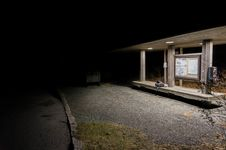 Free Spooky Bus Stop Royalty Free Stock Images - 88101039