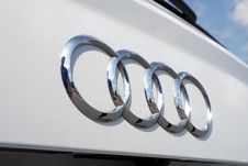 Free Silver Audi Car Emblem Royalty Free Stock Images - 88101909