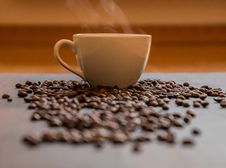 Free Cup Of Coffee With Beans Royalty Free Stock Photo - 88102685