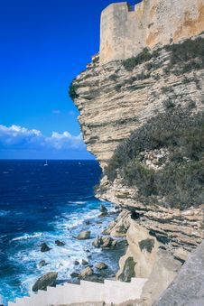 Free Cliff By Sea Royalty Free Stock Image - 88103676