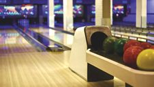 Free Balls In Bowling Alley Stock Photo - 88193990