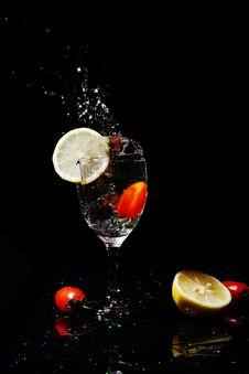Free Fruit Falling Into Water Royalty Free Stock Image - 8821376