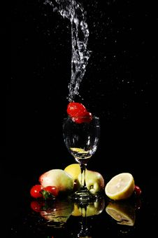 Free Fruit Falling Into Water Royalty Free Stock Images - 8821669