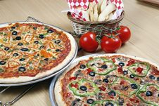 Free Pizza Combo Deal Royalty Free Stock Photos - 8826958