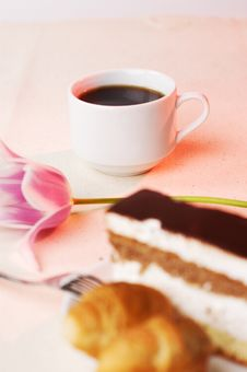 Free Tasty Pastry With The Coffee Royalty Free Stock Photos - 8828108