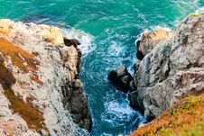 Free Ocean Inlet Between Rocky Outcrops Royalty Free Stock Photography - 88262407