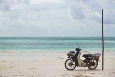 Free Wheels On Sand Stock Photo - 88262910