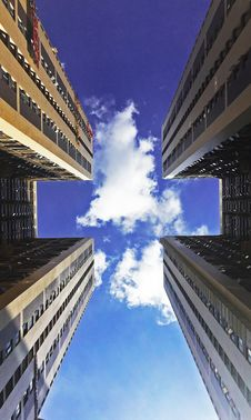 Free Low Angle View Of Skyscraper Against Cloudy Sky Royalty Free Stock Photography - 88264287