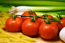 Free Close Up Photo Of Red Tomatoes Near Pasta Stock Photo - 88327610