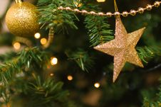 Free Gold Christmas Ornaments On Tree Stock Photos - 88328133