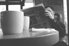 Free Man Reading Newspaper Royalty Free Stock Images - 88329429