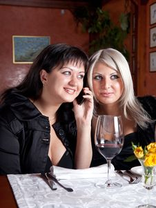 Free Two Young Women Listen To A Conversation Stock Photos - 8848343
