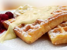 Free Waffles With Vanilla And Raspberries Stock Images - 88415914