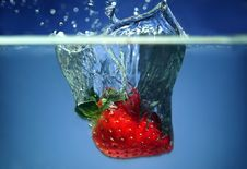 Free Strawberry In Water Royalty Free Stock Images - 8855269