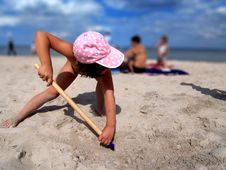 Free Girl Shoveling Sand Stock Photos - 8860153