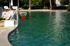 Free Swimming Pool Royalty Free Stock Photo - 8865085