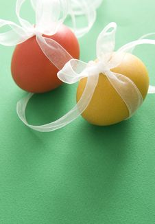 Free Red & Yellow Egg With Transparent Ribbon Royalty Free Stock Photo - 8865335